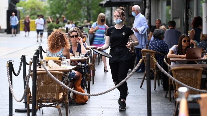 Βρετανία: Τα κρούσματα έχουν τετραπλασιαστεί από τον Ιούνιο
