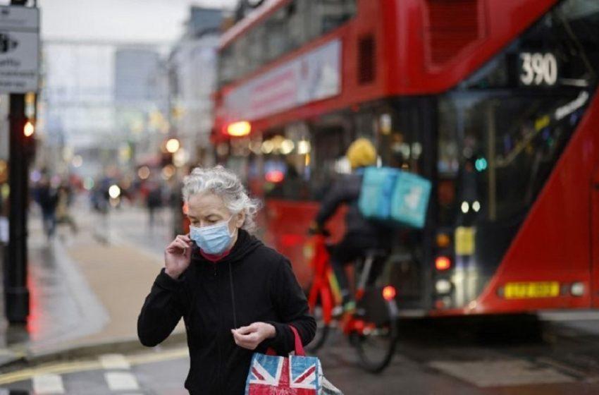 Βρετανία: Τα νέα κρούσματα μειώθηκαν σε χαμηλό τριών εβδομάδων