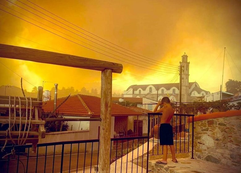 Πύρινη κόλαση στην Κύπρο – 4 νεκροί και τεράστιες καταστροφές – Αναστασιάδης: Η μεγαλύτερη τραγωδία μετά την εισβολή του ΄74