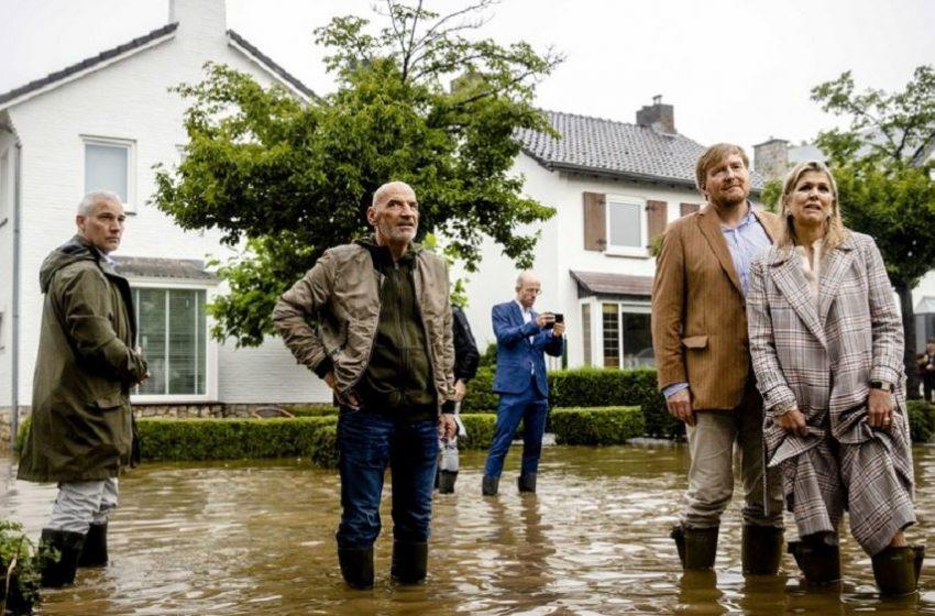 Ολλανδία: Οι αρχές εκκενώνουν μεγάλο μέρος της πόλης Φένλο