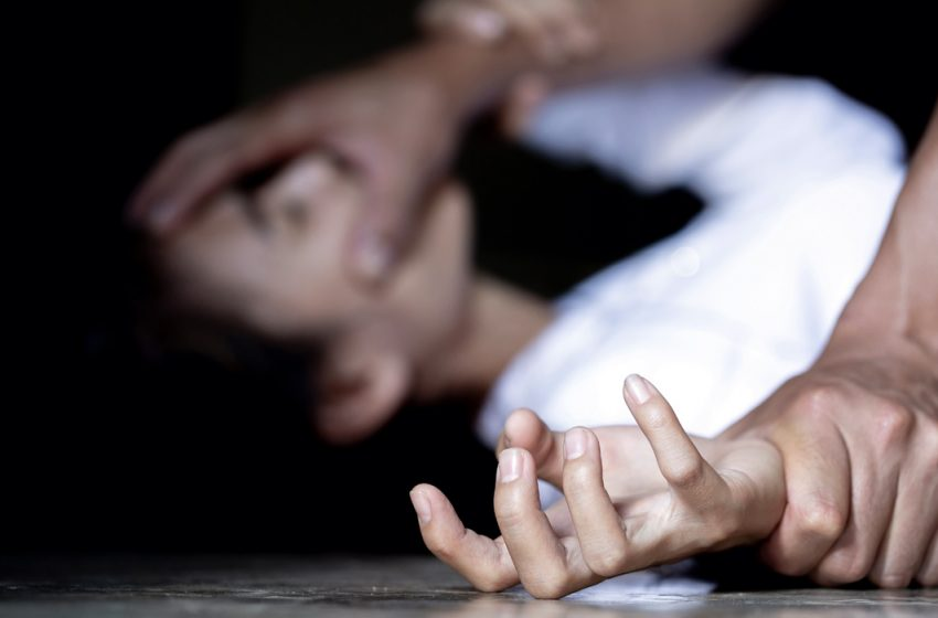 Φωκίδα: Βίαζε την ανήλικη κόρη του μπροστά στα αδέρφια της