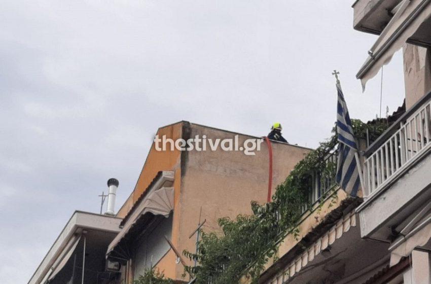 Τραγωδία στην Θεσσαλονίκη: Έβαλε φωτιά στο σπίτι του και απανθρακώθηκε (vids)