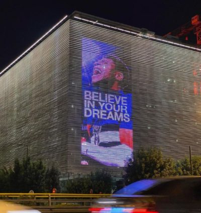 """Ο Giannis στην Στέγη του Ιδρύματος Ωνάση- Το φωτεινό μήνυμα """"Believe your dreams"""""""