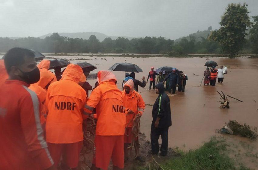 Ινδία: Τουλάχιστον 11 νεκροί από καταρρακτώδεις βροχές