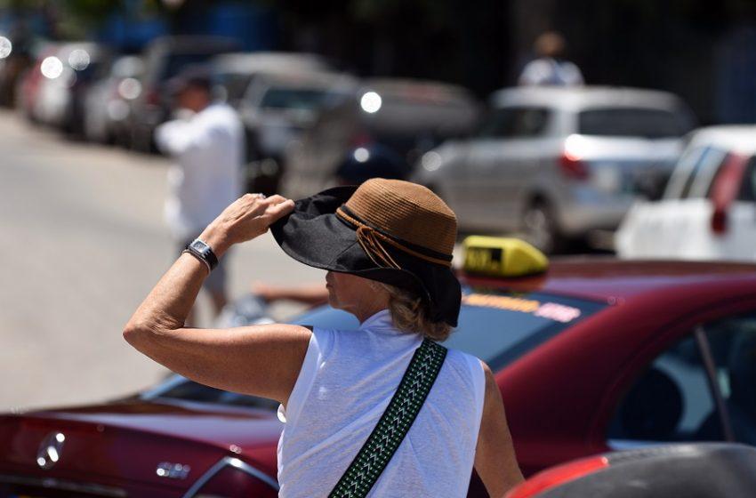 Ο καύσωνας επιστρέφει με 40αρια και μποφόρ στο Αιγαίο – Πότε θα πέσει η θερμοκρασία