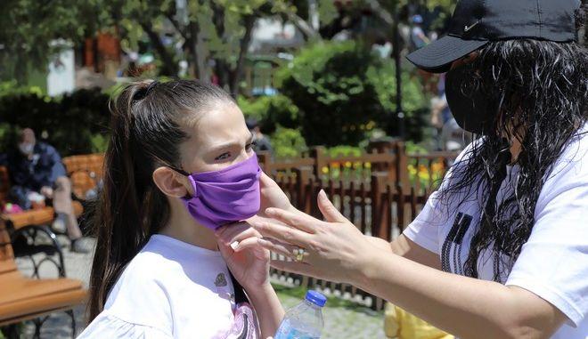 Κορoναϊός – Μανωλόπουλος: Τα παιδιά μπορεί να νοσήσουν με συμπτώματα μακράς διάρκειας