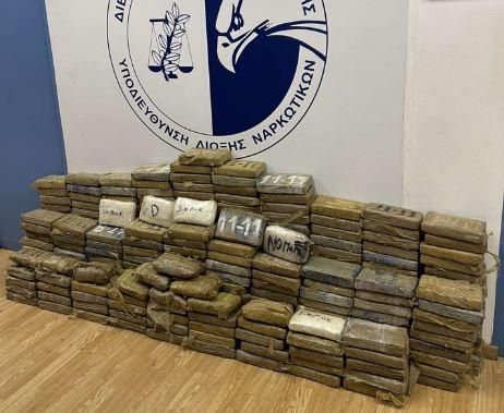Κατασχέθηκαν 351 κιλά κοκαΐνης στο λιμάνι του Πειραιά