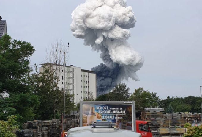 Εκρηξη στη Λεβερκούζεν – Καπνός σε κτίριο της Bayer (vid)