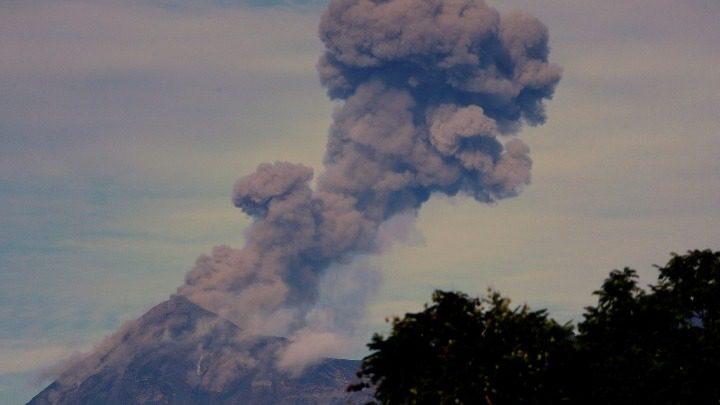Ηφαίστειο εκλύει τοξικό αέριο κοντά στη Μανίλα