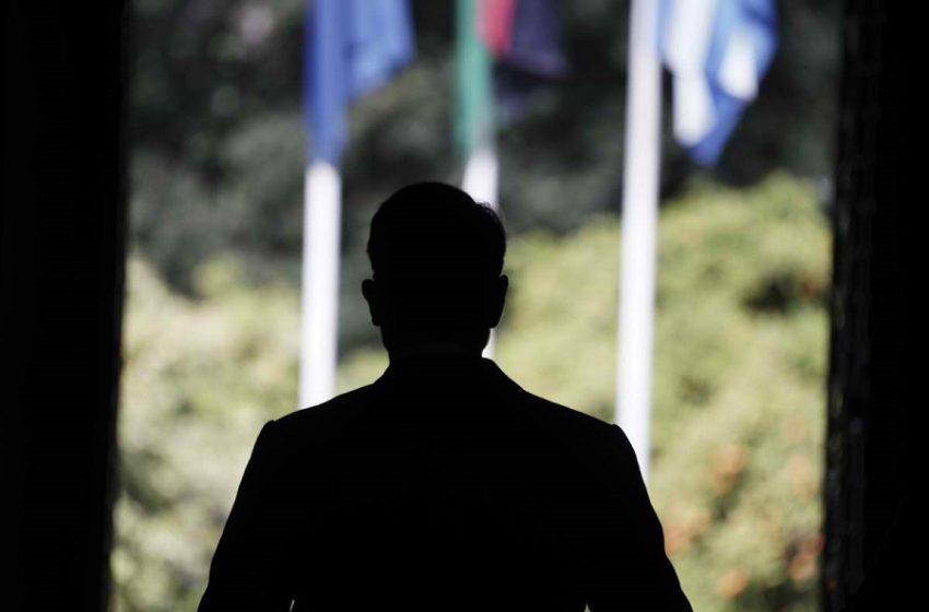 Σκιές στο αφήγημα της… ανάκαμψης με την οικονομία να καθορίζει τον χρόνο διεξαγωγής των εκλογών
