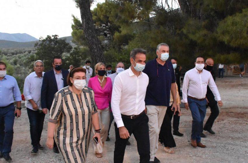 """""""Δεύτερες σκέψεις"""" στο Μαξίμου για την επίσκεψη Μητσοτάκη στην Μύκονο- Έχει προσκληθεί στα εγκαίνια έκθεσης για την Μαντώ Μαυρογένους"""