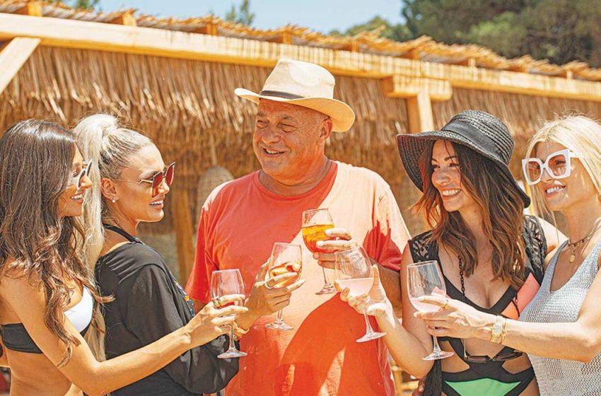 "La Isla Tsougrias- Το ""Nammos style"" beach bar του γιού του Αχιλλέα Μπέου στη Σκιάθο- Έφερε καλλονές influencers με ελικόπτερο…"