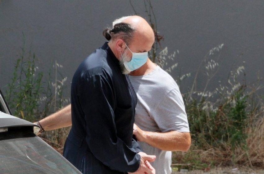 ΕΛΑΣ: Στη δημοσιότητα τα στοιχεία του ιερέα που κατηγορείται για βιασμό ανήλικης