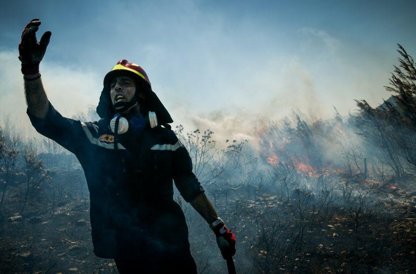 Μήνυμα από το 112 και άμεση εκκένωση του Νιμποριού από τη φωτιά στα Νέα Στύρα Ευβοίας