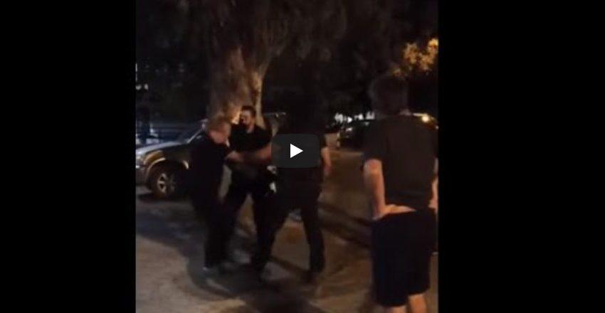 Ερασιτεχνικό βίντεο: Αστυνομικοί με κουκούλες εισβάλουν σε ταβέρνα και συλλαμβάνουν πελάτες για μη τήρηση των μέτρων (vid)