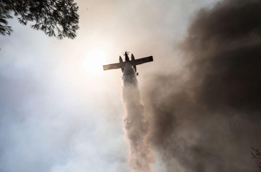 LIVE: Καίγονται Σταμάτα και Ροδόπολη – Στα σπίτια οι φλόγες – Σοκαριστικές εικόνες