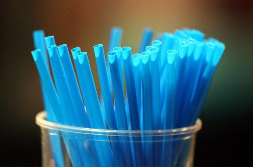Τέλος στα πλαστικά μιας χρήσης – Ποια καταργούνται από τις 3 Ιουλίου