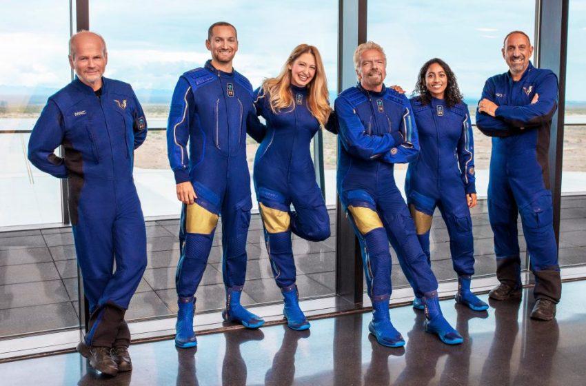 LIVE: Αντίστροφη μέτρηση για την πτήση του Ρίτσαρντ Μπράνσον στο διάστημα – Ακολουθεί ο Τζεφ Μπέζος