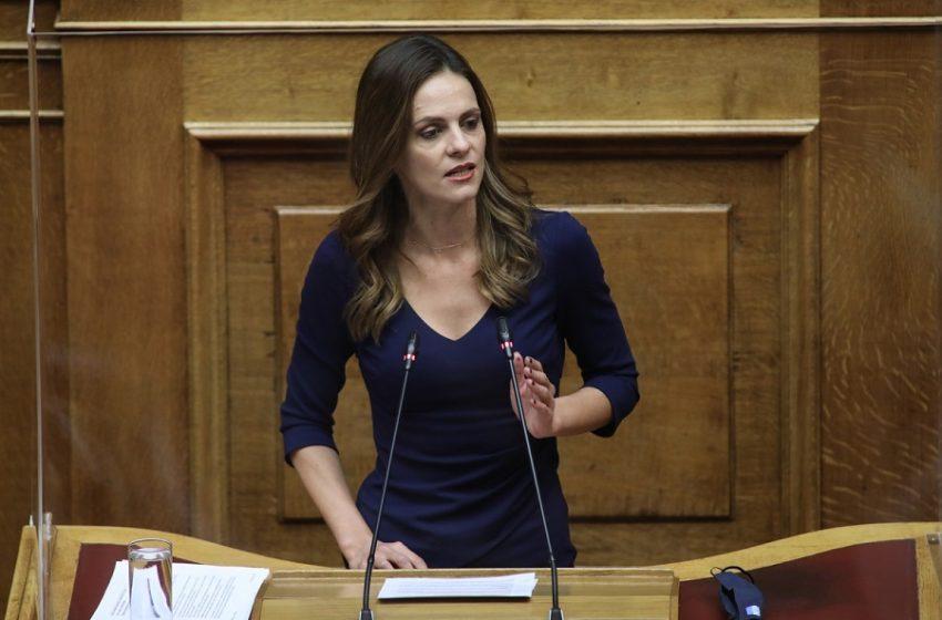 """Αχτσιόγλου: """"Ασπιρίνες"""" Σταϊκούρα για τα χρέη της πανδημίας"""