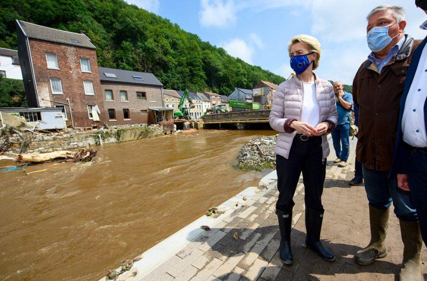 Επίσκεψη της Ούρσουλα φον ντερ Λάιεν στις πληγείσες περιοχές της Βαλλονίας και μήνυμα Στάινμαγερ