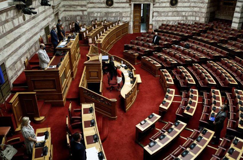Ενταση στη Βουλή με πρωταγωνιστές Κεραμέως, Πιπιλή και Φίλη