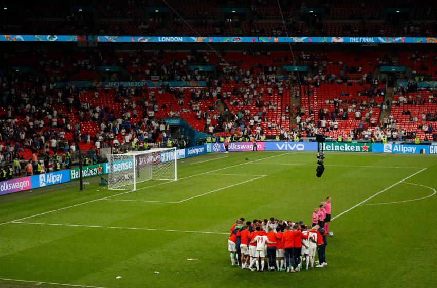"""Συναγερμός ΠΟΥ: """"Ολέθριο το θέαμα των 60.000 θεατών στον τελικό του Euro"""""""