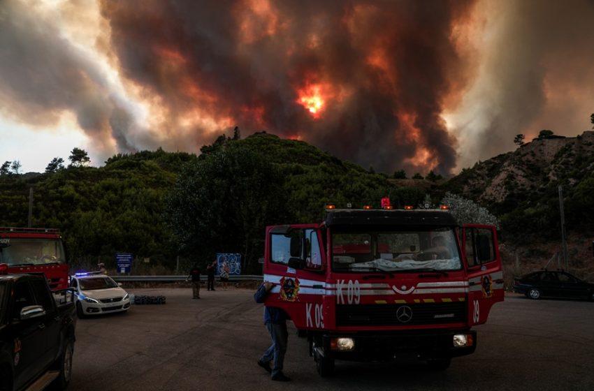 Φωτιά στην Αττική: Εννιά τραυματίες, δυο διασωληνωμένοι