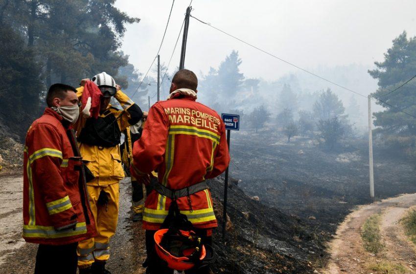 Αρκαδία: Αποχαιρέτησαν τους Γάλλους πυροσβέστες με συρτάκι (vid)