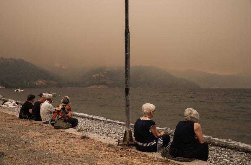 """Μήνυμα 112 στην Εύβοια: """"Αν η πυρκαγιά έχει φτάσει στο σπίτι σας φράξτε χαραμάδες με βρεγμένα πανιά και συγκεντρωθείτε σε ένα δωμάτιο"""""""