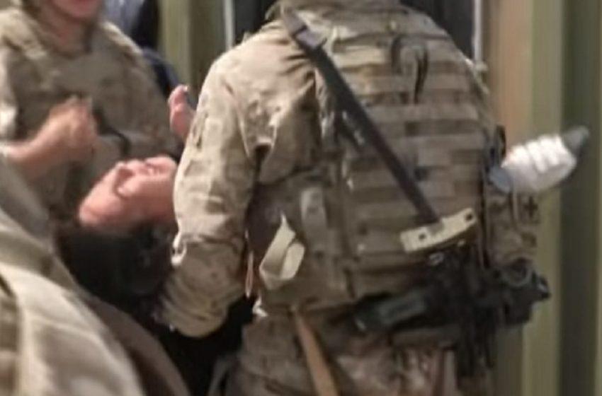 Δραματικές εικόνες: Άνθρωποι ποδοπατήθηκαν στην προσπάθεια τους να φύγουν στο αεροδρόμιο της Καμπούλ (vid)