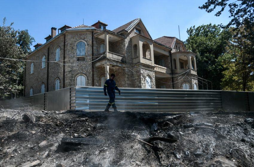 Κάηκε κοντέινερ με αντικείμενα στο Τατόι