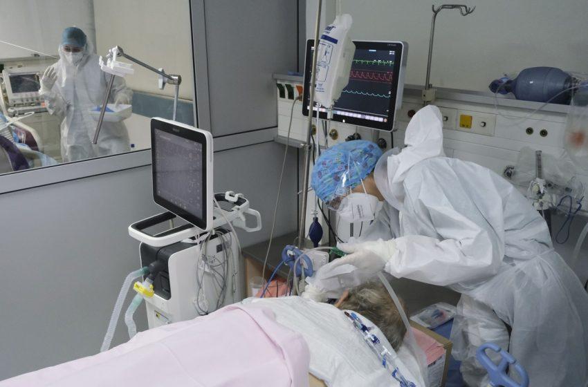 ΕΟΔΥ:  Για πρώτη φορά δίνει στη δημοσιότητα το ποσοστό ανεμβολίαστων διασωληνωμένων