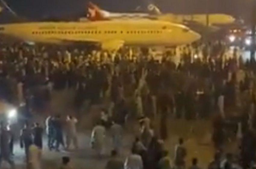 Καμπούλ: Χιλιάδες συρρέουν στο αεροδρόμιο για να ξεφύγουν από τους Ταλιμπάν (vid)