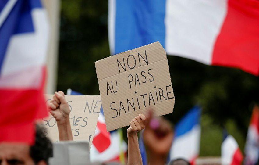 Γαλλία: Κίτρινα Γιλέκα και αντιεμβολιαστές πιέζουν τον Μακρόν- Ποιοι βρίσκονται πίσω από τις διαδηλώσεις- Απάντηση μέσω…tik tok και instagram