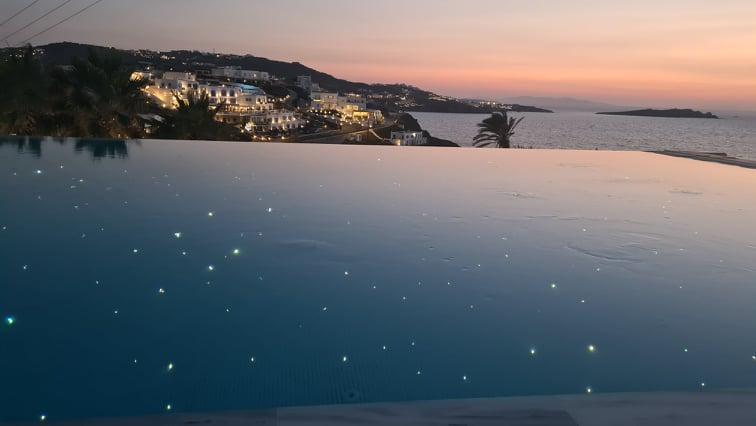 """Μύκονος, η """"βασίλισσα"""" του Luxury Tourism στην Ελλάδα"""
