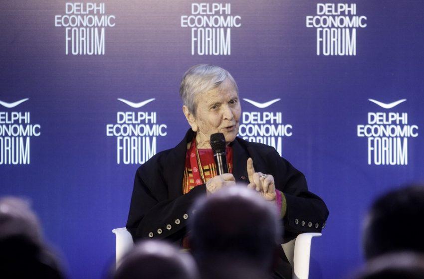 Ελένη Γλύκατζη – Αρβελέρ: Εμβολιαστείτε για να σώσουμε την ανθρωπιά και τον πολιτισμό μας