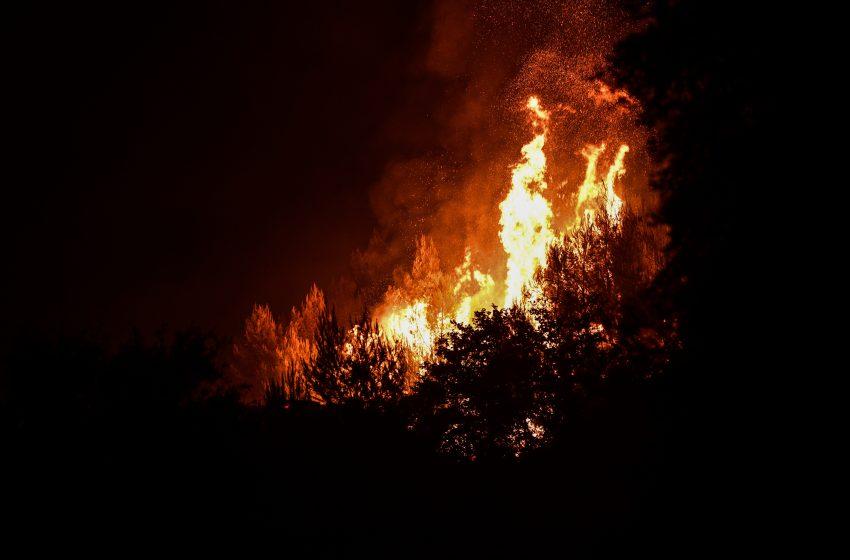 Φωτιά στη Ρόδο: Εκκενώνεται το χωριό Μαριτσά