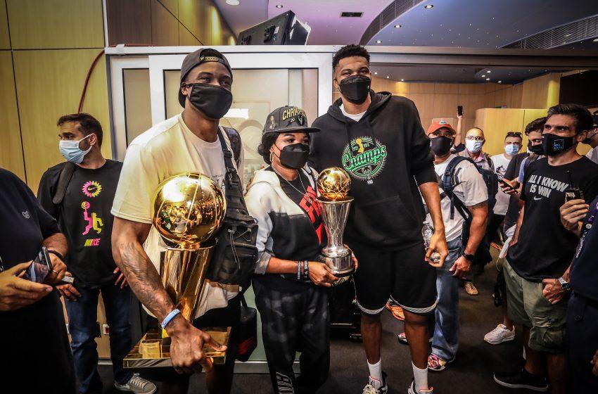 Στα Σεπόλια το απόγευμα της Τρίτης (3/8) οι Αντετοκούνμπο με το τρόπαιο του NBA