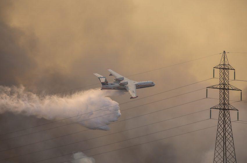 """Αντιπεριφερειάρχης Πολιτικής Προστασίας: """"Ανεξέλεγκτη η φωτιά στη Βαρυμπόμπη"""""""