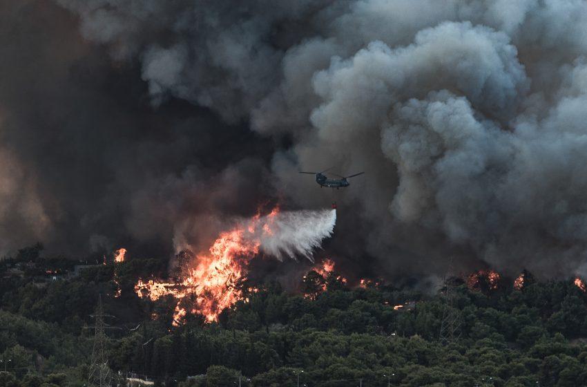 Φωτιές σε Βαρυμπόμπη και Εύβοια: Σε επιφυλακή νοσοκομεία και κέντρα υγείας