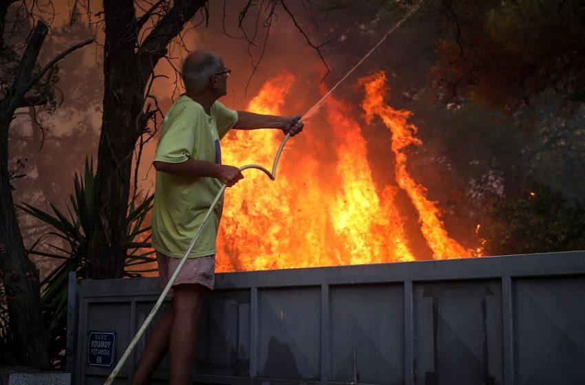 Στο Συντονιστικό της Πυροσβεστικής ο Μητσοτάκης – Έκτακτη ενημέρωση Χαρδαλιά στις 21.00