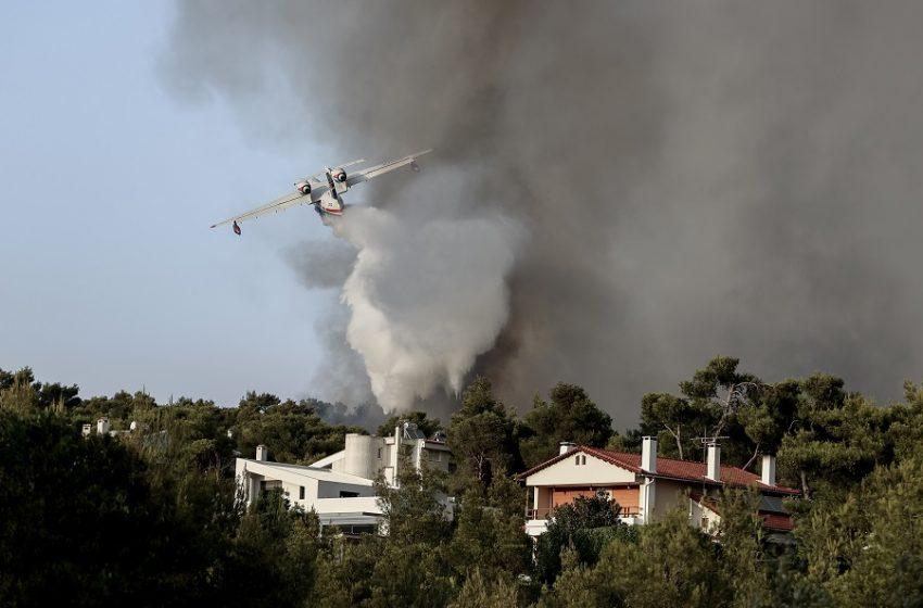 Φωτιά στην Βαρυμπόμπη: Σε έκτακτη ανάγκη ο Δήμος Αχαρνών με εντολή Χαρδαλιά