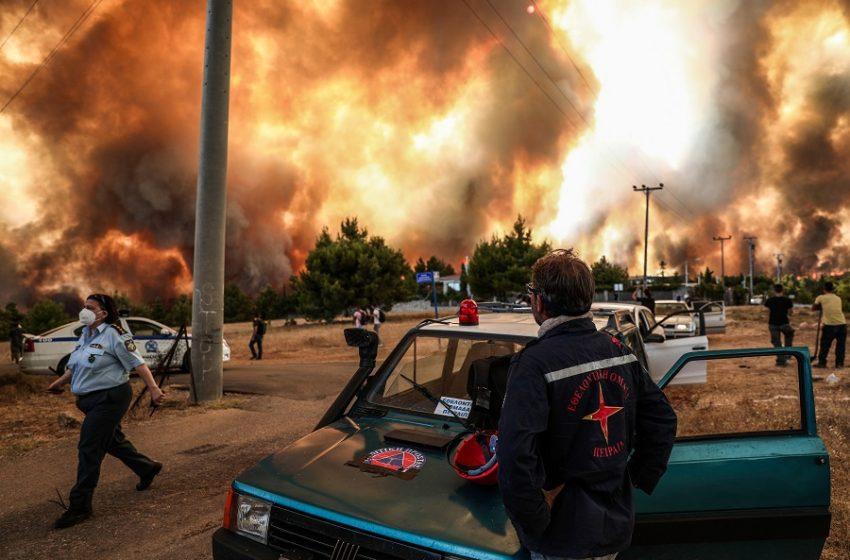 """""""Εκκενώστε τώρα προς Αθήνα"""" – Ανεξέλεγκτη η πυρκαγιά στη Βαρυμπόμπη – Οι φλόγες σε Δροσοπηγή και Κρυονέρι"""