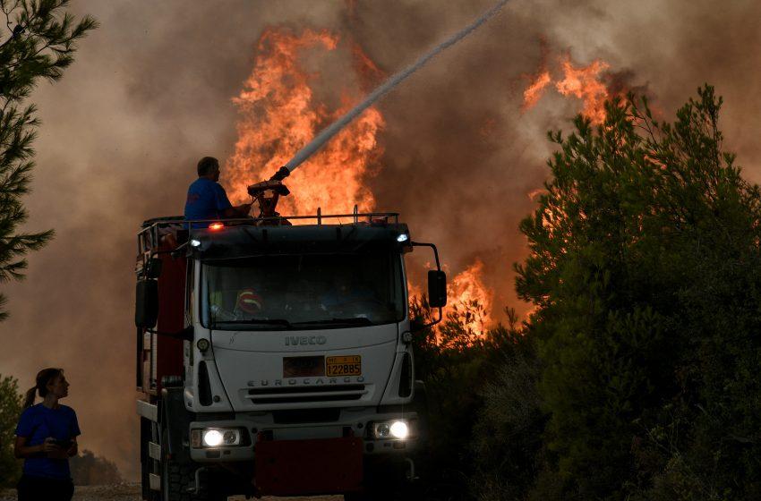 Moody's για πυρκαγιές: Κίνδυνος για την Ελλάδα και τον τουρισμό της τα ακραία κλιματικά φαινόμενα