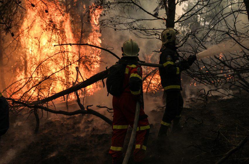 Μέτωπο 10 χιλιομέτρων στη Γορτυνία-Εκκενώσεις οικισμών και ολονύχτια μάχη με τις φλόγες