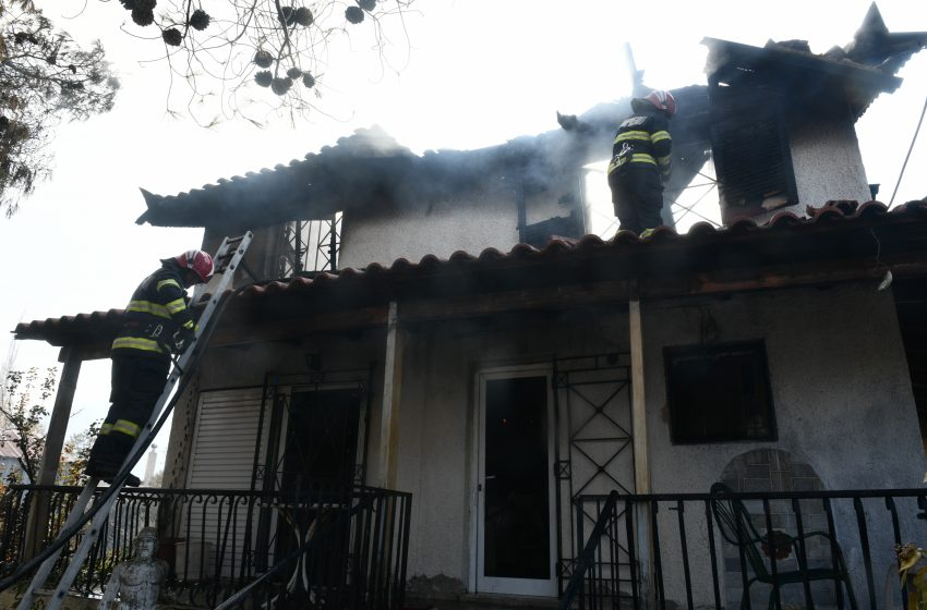 Bίλια: Επιφυλακή για αναζωπυρώσεις-Κάηκαν σπίτια-Καταγγελίες για εμπρησμό