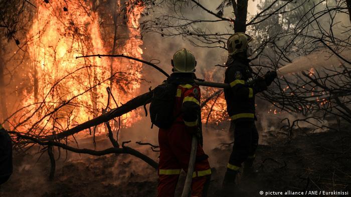 """Πως """"βλέπουν"""" SZ και Die Zeit τους Μητσοτάκη και Τσίπρα μετά τις καταστροφικές πυρκαγιές"""