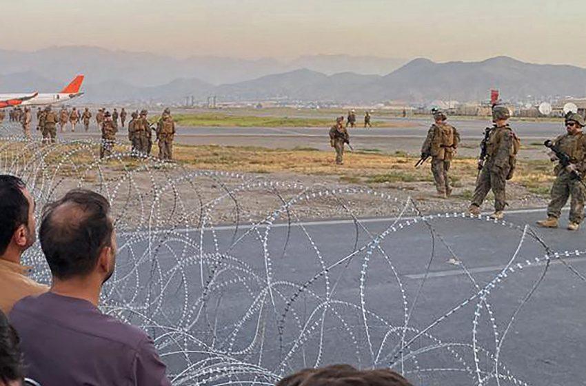 Αποκάλυψη Guardian: Οι αμερικανικές δυνάμεις αποχωρούν από το αεροδρόμιο της Καμπούλ – Κίνδυνος να σταματήσουν οι επιχειρήσεις διάσωσης