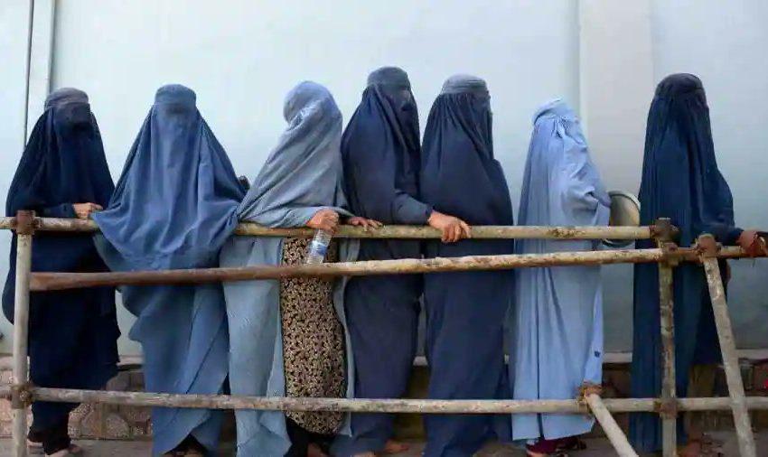 Τι άλλαξε στο Αφγανιστάν σε 20 χρόνια- Οι γυναίκες, τα σχολεία, οι άστεγοι