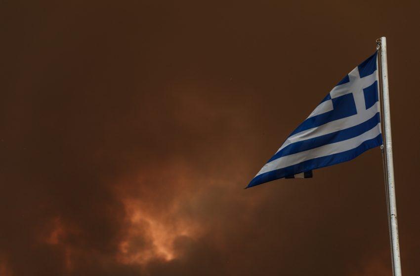 Εύβοια: Σταμάτησαν στη θάλασσα οι φλόγες στο Αγριοβότανο